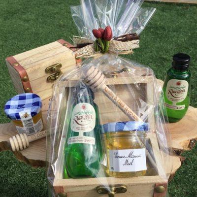 fc6578c74 Baúl licor hierbas y miel con palo catador decorado